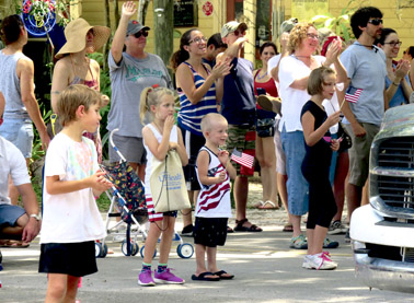 Micanopy  Parade crowd Barnett IMG 0764